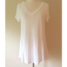 Classic white tee Simple and classic white v neck tee perfect to wear with leggings Tops Tees - Short Sleeve