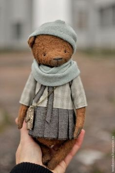 i think without the outfit, would be a really good idea for the weird girls teddy as its very fragile as Caitlin describes. Vintage Teddy Bears, My Teddy Bear, Stuffed Animal Patterns, Stuffed Animals, Diy Laine, Bear Doll, Cute Toys, Cute Bears, Soft Sculpture