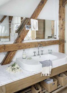 Lovely cottage bathroom