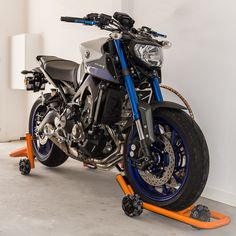 Dynamoto Motorcycle Stands Yamaha MT09 Rolling Storage Bike Gadgets, Yamaha Fz, Rolling Storage, Hornet, Atv, Cars And Motorcycles, Motorbikes, Walls, Vehicles