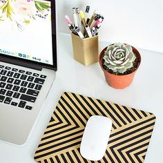 Improve Your Mondays With These 20 Cubicle Decorating Tips