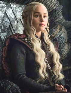 """"""" Emilia Clarke as Daenerys Targaryen in 703 """"Queen's Justice"""" """""""