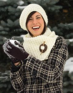 Follow this free knit pattern to create a knotted hat and scarf using Mary Maxim Aran Irish Twist Worsted Weight yarn.