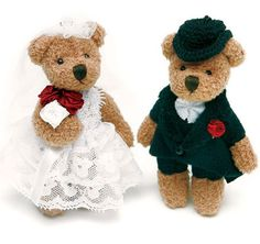 This Teddy Bear Toss set is the perfect gift for the children that share your day! This boxed set includes a cuddly miniature Bride Bear and Groom Bear.