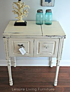 39 Super Ideas For Sewing Machine Cabinet Ideas Annie Sloan Vintage Sewing Table, Diy Sewing Table, Sewing Machine Tables, Antique Sewing Machines, Rustic Painted Furniture, Cute Furniture, Upcycled Furniture, Furniture Makeover, Furniture Ideas