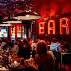 Just opened on the Upper West Side at Amsterdam and84th street, E's Bar is named for it's founders, Erin Bellard and Ethan Hunt, with chef Paul Gerard. We remixed design cues from East Village dive…
