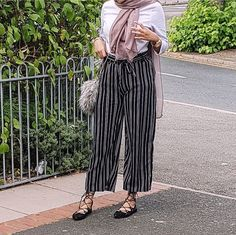 striped pants-Pinky Casual wear for women – Just Trendy Girls Street Hijab Fashion, Abaya Fashion, Muslim Fashion, Modest Fashion, Women's Fashion, Modest Dresses, Modest Outfits, Chic Outfits, Modest Clothing