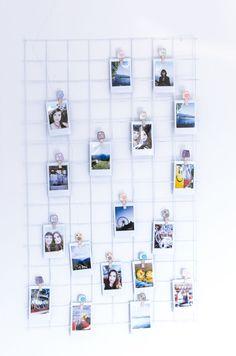 Grid Walls sind aktuell ein mega angesagter Trend in der Interior Welt – mit den hübschen Gitterwänden kann man so einiges anfangen. Die Inspiration dafür hatte ich aus der Couch und dann auch bei Jana von bekleidet gesehen. Eigentlich ist es ganz einfach, doch als ich es dann nachmachen wollte, wusste ich auch zuerst nicht, woher ich jetzt so ein Gitter bekomme. Verwenden kann man die schönen Gitter für alles mögliche, doch ich habe mich jetzt für eine Fotowand entschieden! Ausgefallene…