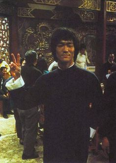 Bruce Lee - Set of Enter the dragon Way Of The Dragon, Enter The Dragon, Martial Arts Movies, Martial Artists, Bruce Lee Pictures, Old Poster, Bruce Lee Martial Arts, Kung Fu Movies, Jeet Kune Do