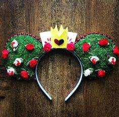 Queen of hearts Minnie Mouse ears Disney Diy, Disney Cute, Diy Disney Ears, Disney Mickey Ears, Disney Bows, Disney Crafts, Walt Disney, Disney Theme, Disney Stuff