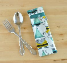 Utensil Pouch - unique cutlery carrier - silverware case - fabric picnic pouch - lunch bag accessory - eyeglass case - green tip gnomes Rice Heating Pads, Couple Items, Best Lunch Bags, Green Tips, Did You Eat, Stainless Steel Straws, Yarn Bowl, Desk With Drawers, Crochet Gifts
