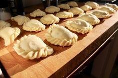 Kärntner Kasnudeln Ravioli, Vegan Recipes, Vegan Food, Main Dishes, Eat, Desserts, Mint, Dessert Ideas, Homemade