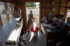 Amish unbroken: Fascinating photographs provide a rare glimpse ...