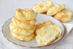 Pain Nuage à 0 SP – Plat et Recette Cloud bread at 0 SP, delicious light rolls made from 3 ingredients, easy and quick to make to accompany your meals. Ww Recipes, Mexican Food Recipes, Snack Recipes, Low Calorie Snacks, Healthy Snacks, Junk Food, Cloud Bread, Ww Desserts, Crepes