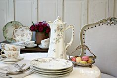 If you love France, porcelain and the romance and elegance of bygone eras, Limoges may be the perfect collectible for you.