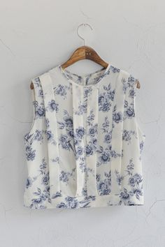 (http://www.oliveclothing.com/oliveunique-p-20140401-005-ivory-s-flower-crop-blouse-ivory)