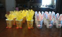Chick and Bunny treat cups! Add a little easter grass and some treats…great … Chick and Bunny treat cups! Add a little easter grass and some treats…great idea for class gifts Easter Snacks, Easter Party, Easter Treats, Easter Table, Easter Activities, Easter Crafts For Kids, Bunny Crafts, Preschool Ideas, Hoppy Easter