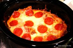 An amazingly easy crock pot pizza casserole to please the entire family. Pizza night has never been so simple. Whip one up tonight.