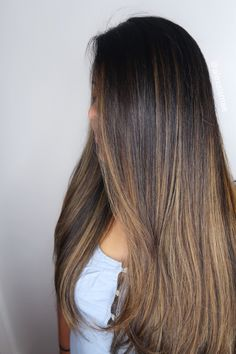 Are you looking for blonde balayage hair color For Fall and Summer? See our collection full of blonde balayage hair color For Fall and Summer and get inspired! Balayage Hair Brunette Long, Brown Blonde Hair, Hair Color Balayage, Hair Highlights, Brunette Ombre, Brunette Color, Bayalage, Hair Color Dark, Cool Hair Color