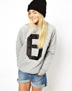 Quilted sweatshirt.