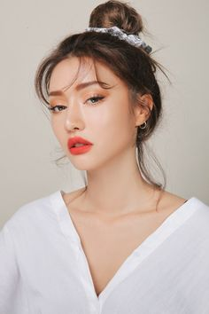 """"""""""" Shimmery and Natural Summer Makeup """""""" Maquillaje de verano brillante y natural """""""" Beauty Care, Beauty Makeup, Eye Makeup, Beauty Hacks, Hair Makeup, Hair Beauty, Beauty Skin, Beauty Guide, Beauty Advice"""