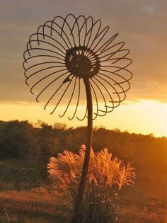 sunflower from an old fan? Garden art, flower art, DIY ideas, landscape art idea