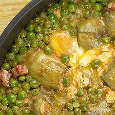 Quieres comer verdura pero no te gusta. Este plato de alcachofas con guisantes te puede interesar. Aderézalo con un poco de jamoncito y tendrás la respuesta a tus problemas. Un plato rápido barato y con mucho sabor.
