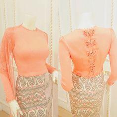 Ethnic Fashion, Asian Fashion, Girl Fashion, Fashion Dresses, Womens Fashion, Myanmar Traditional Dress, Thai Traditional Dress, Traditional Dresses Designs, Myanmar Dress Design
