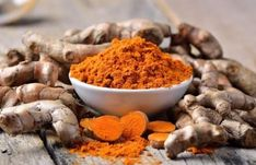 Turmeric is a yellow spice that& often used to flavor Indian cuisine, but it benefits way more than just your taste buds! Find out how turmeric benefits digestion. Arthritis Diet, Arthritis Remedies, Rheumatoid Arthritis, Herbal Remedies, Natural Treatments, Natural Cures, Natural Foods, Natural Health, Natural Detox