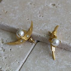 Inverted crescent earrings