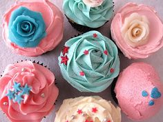 cupcake decorating: sparkles, swirls & roses workshop http://www.themakelounge.com