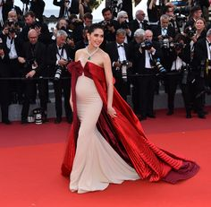 See Every Red Carpet Look From the 2017 Cannes Film Festival - Araya Hargate Maternity Evening Gowns, Maternity Dresses, Maternity Fashion, Pregnancy Fashion, Pregnancy Dress, Celebrity Maternity Style, Celebrity Dresses, Celebrity Style, Gala Dresses