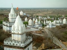 White Jain temples scattered around Sonagiri (India)