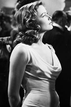 Gene Tierney in Laura (1944): Juventud divino tesoro, pero tampoco como para que abusen del botox y la cirugía plástica los del segmento de los mercachifles y los avivados. Continuar lectura  » http://consumosentido.wordpress.com/2014/02/11/el-segmento-de-los-mercachifles-y-los-avivados/