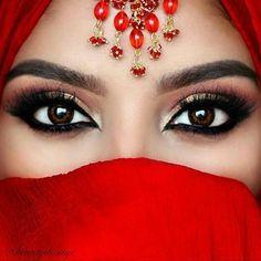 ideas wedding makeup for brown eyes bridal glitter Arabic Makeup, Indian Bridal Makeup, Glitter Eyeshadow Palette, Glitter Lipstick, Glitter Flats, Glitter Glue, Wedding Makeup For Brown Eyes, Bridal Makeup Looks, Maker