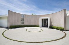 Contemporary Beverly Hills Home Boasting Circular Motifs - http://www.interiordesign2014.com/interior-design-ideas/contemporary-beverly-hills-home-boasting-circular-motifs/