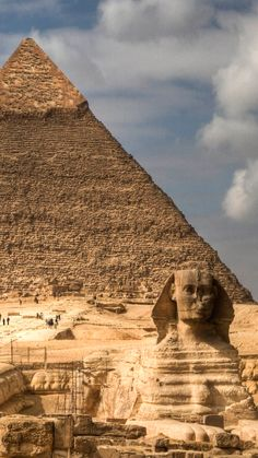 There are many enchanting Egypt tourist attractions worth discovery, so let's explore the top tourist landmarks of Egypt like pyramids, temples, museums. Best Places To Travel, Cool Places To Visit, Cairo, Ancient Egypt Pyramids, Valley Of The Kings, Visit Egypt, Egypt Travel, Famous Places, Wonders Of The World