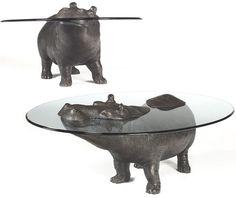 Mesa hipopótamo do artista Mark Stoddart, especialista em esculturas em bronze.