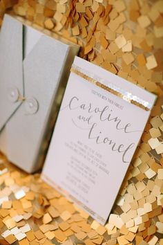 Gold sequined wedding invitation - so elegant and simple #wedding #weddinginvite #gold #glitter #goldwedding