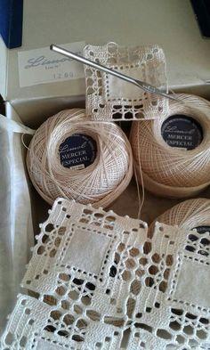 Crochet Headwrap – DIY Home Decor & Organization For 2017 – DIY Crafts and Lifehacks 2017 - Stricken Baby Sachen Crochet Borders, Crochet Squares, Crochet Granny, Filet Crochet, Crochet Motif, Irish Crochet, Crochet Doilies, Crochet Flowers, Crochet Stitches