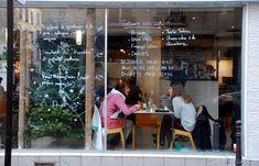 Düo 24, rue du Marché Popincourt Paris 11 +33 9 82 49 43 63 Métro Oberkampf Entrée 3€ plat 12€ dessert 4,50€ environ   mardi samedi 12.30-23.00 dimanche 12.30-18.00 déjeuner 12.30-15.00 salon de thé 15.00-19.30 buvette 19.30-22.30