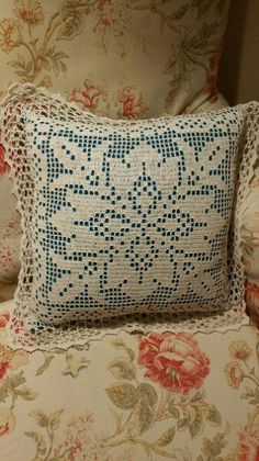 Zdjęcie Crochet Round, Crochet Home, Filet Crochet, Diy Crochet, Free Crochet Doily Patterns, Crochet Squares, Crochet Motif, Crochet Cushions, Crochet Pillow