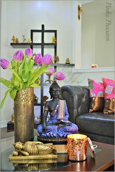 asian-living-room-ideas love the colors of the buddha. Pint those … asian-living-room-ideas love the colors of the buddha. Pint those statues! Also, the gold vase could be a wine bottle painted and gold leafed Simple And Elegant Asian Decor Ideas Feng Shui, Asian Living Rooms, Buddha Home Decor, Thai Decor, Zen Interiors, Asian Home Decor, Meditation Space, Yoga Meditation, Living Room Decor