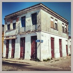 Inaugurated in the end of 19th century this building was the first bakery of Penha district (Sao Paulo / Brazil). Worked for decades but nowadays is closed and the building is abandoned.