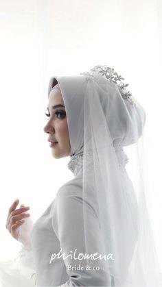 ideas bridal hijab dresses muslim brides for 2019 Wedding Abaya, Wedding Hijab Styles, Muslimah Wedding Dress, Muslim Wedding Dresses, Muslim Brides, Bridesmaid Dresses, Bride Dresses, Bridal Hijab, Hijab Bride