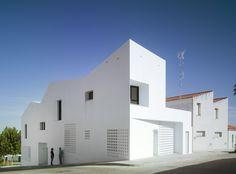 Gallery of 3+2 Social Housing / Antonio Holgado Gómez - 1