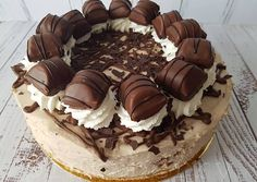 Kinder Bueno Cake Orsi Bornemisza's recipe - Sweets Recipes, Cookie Recipes, Chocolate Birthday Cake Decoration, Mousse, Hungarian Cake, Cookies And Cream Cake, Kolaci I Torte, Pastry Cake, Creative Cakes