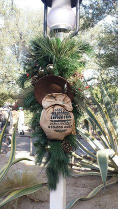 Disneyland Christmas, Christmas Wreaths, Holiday Decor, Home Decor, Decoration Home, Room Decor, Home Interior Design, Home Decoration, Interior Design