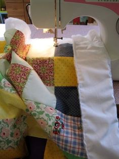 How to Sew a Quilt! (quilting 33 Steps (with Pictures) Quilting 101, Quilting Tutorials, Hand Quilting, Quilting Projects, Sewing Projects, Sewing Ideas, Quilting Ideas, Rag Quilt Patterns, Beginner Quilt Patterns