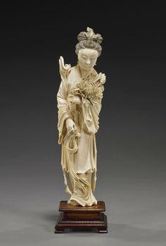 CHINESE IVORY CARVING | Chinese Finely Carved Ivory Beauty : Lot 306